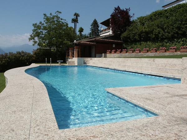 Realizzazione piscine a skimmer a como milano lecco varese - Piscina in muratura ...