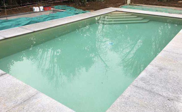 piscina privata esterna in provincia di como